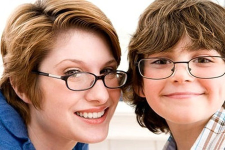 Con cái có nguy cơ cận thị cao khi bố mẹ chúng bị cận thị.
