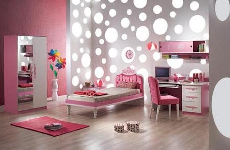 Màu sắc giấy dán tường làm phòng bé thêm rực rỡ