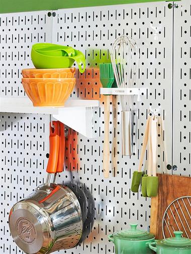 Những dụng cụ nhà bếp được treo như thế này tiện dụng cho người nội trợ