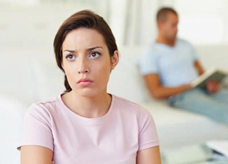 Vợ đã làm xong hết mọi việc mà vẫn chưa thấy chồng đến phụ giúp.
