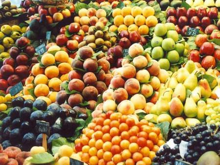Theo chị Nga các loại quả xanh có thể vàng ươm sau khi tẩm thuốc khoảng chục tiếng đồng hồ. Ảnh:MH