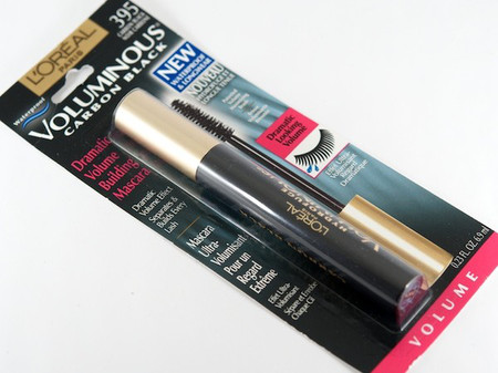 1. Mascara: L'Oreal Voluminous Carbon Black Mascara (6$ - 8$/120.000 - 160.000 VND) 1