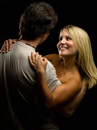 Gần đến ngày rụng trứng thì nhu cầu ham muốn tình dục của phụ nữ sẽ tăng cao hơn.