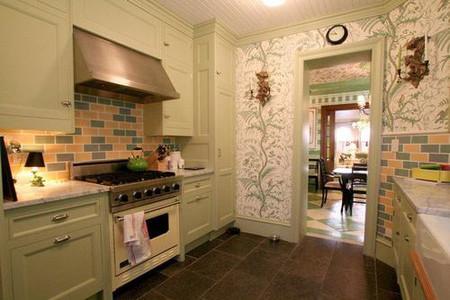 Không décor khu nấu nướng với gam màu nổi bắt mắt, chủ nhà trang trí căn bếp với tông màu nhẹ, dịu dàng và thanh lịch.