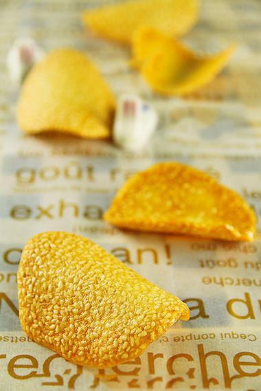 những chiếc bánh mè giòn thơm mùi mè và béo ngậy