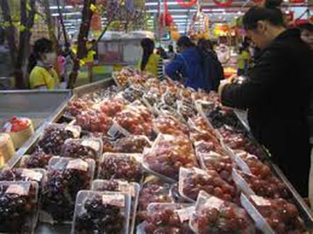 Cẩn trọng khi mua hoa quả nhập khẩu trên thị trường.