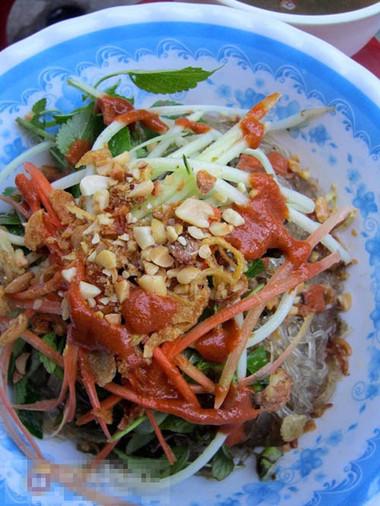 Lươn trộn là món ăn hợp khẩu vị với nhiều đối tượng thực khách.