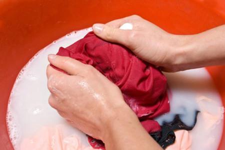 Bí quyết giữ quần áo bền màu, như mới 1