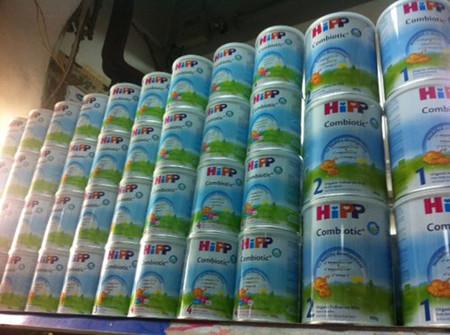 Một cửa hàng bán sữa HiPP tại Hà Nội.