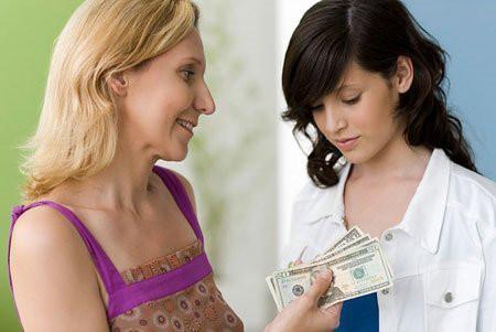 Chúng tôi đưa cho bà khá nhiều tiền mà bà nói với người khác trái ngược hoàn toàn