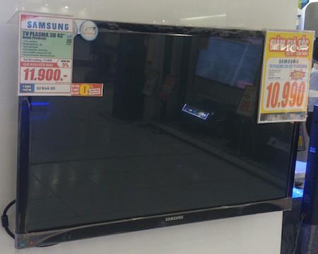 TV Plasma được các cửa hàng giảm giá nhưng không thu hút nhiều khách hàng.
