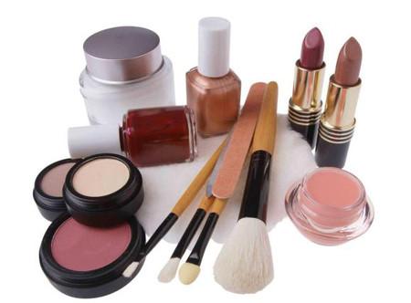 Trong mỹ phẩm bạn sử dụng hàng ngày có rất nhiều hóa chất độc hại có thể gây nguy hiểm cho làn da cũng như sức khỏe của bạn.