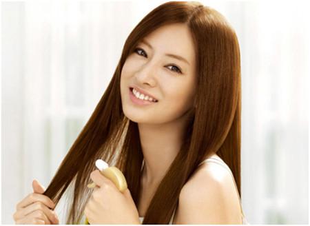 Nếu nhuộm tóc, mái tóc và sức khỏe của con người cũng phải chịu nhiều tổn thương do những hóa chất độc hại từ thuốc nhuộm tóc gây ra.