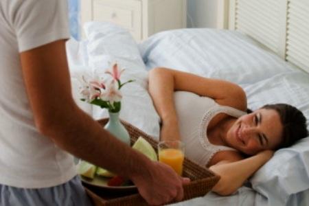 mình thương vợ lắm, công việc vẫn phải làm, mình tranh thủ đi làm về phục vụ vợ con.