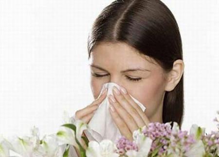 Quan niệm: Đi mưa, mặc quần áo ướt làm gia tăng khả năng mắc bệnh cúm. 1