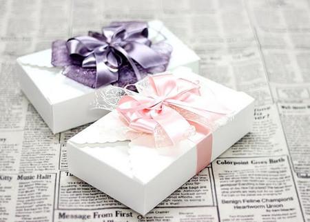 Thắt nơ ruy-băng trang trí hộp quà thêm sinh động 1