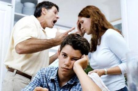 Giờ đây, sự căng thẳng giữa bố mẹ cháu đã lên tới đỉnh điểm, sẽ có thể ly hôn