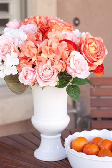 Trang trí nhà ngày 8/3 với hoa tú cầu và hoa hồng 1