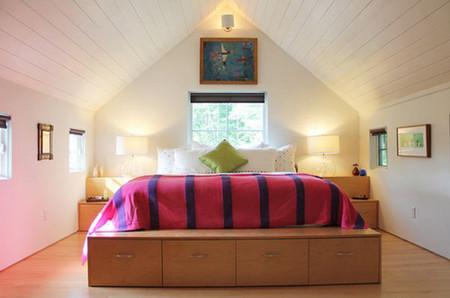 Biến gầm giường thành không gian lưu trữ đồ 10