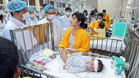 Dịch sởi vẫn chưa có dấu hiệu tạm lắng, số lượng bệnh nhân nhập viện vẫn tăng cao và gây ra tình trạng quá tải ở các bệnh viện.