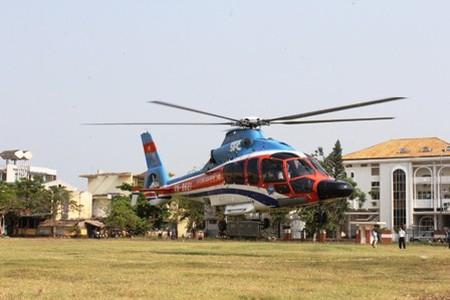 Chuyến bay khai trương dịch vụ du lịch bằng trực thăng tại Quảng Bình. Giá mỗi chuyến bay kéo dài một giờ cho 22 hành khách là 3.400 USD, tương đương 3 triệu đồng/người.