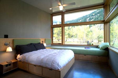 Biến gầm giường thành không gian lưu trữ đồ 1