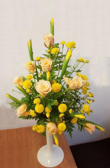 Kết quả hình ảnh cho cắm hoa iris vàng