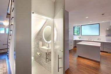 Bài trí nhà tắm tiện ích với không gian nhỏ hẹp 1