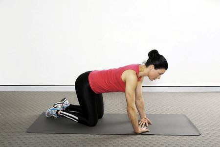 2. Bài tập quỳ gối và giữ thẳng lưng 1
