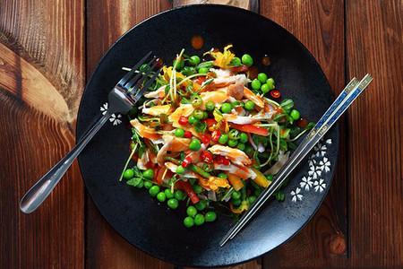 Món salad gà vô cùng đẹp mắt.