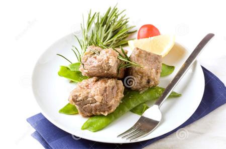4. Thịt bò và hương thảo 1