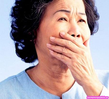 khi mẹ tôi nhận ra tình cảm đó thì tuổi đã xấp xỉ 60, mẹ tôi buồn lại càng buồn hơn