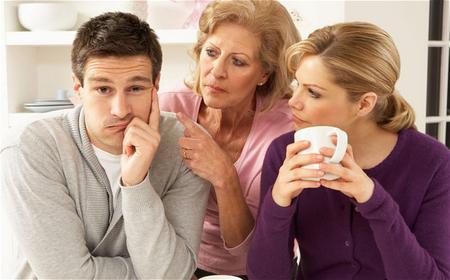 Tôi chưa thấy một người mẹ nào mà đám cưới con mình không lo, chỉ suốt ngày đòi tiền