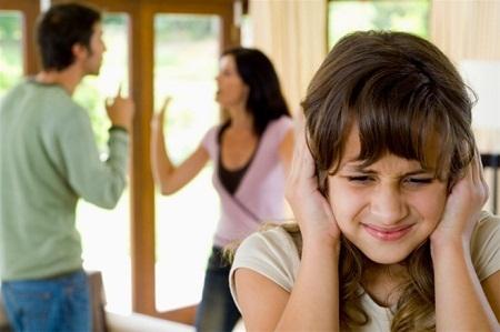 Không khí gia đình khiến em ngột ngạt lắm