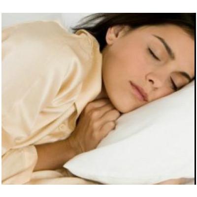 Ngủ đủ giấc và ngủ nằm ngửa sẽ giúp ngăn ngừa tình trạng nếp nhăn nổi loạn.