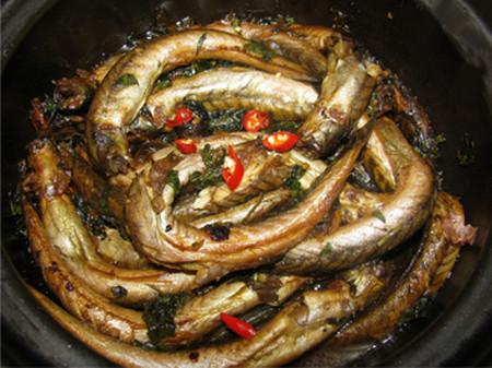 Đậm đà, đưa cơm với món cá chạch kho tương, riềng 1