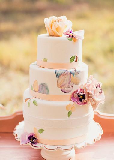 Những mẫu bánh cưới hấp dẫn các cặp đôi trong đám cưới Thu Đông 2014 9