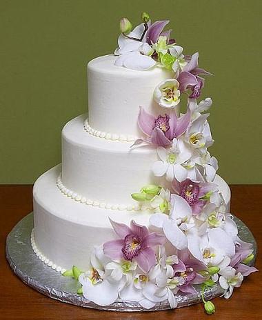 Những mẫu bánh cưới hấp dẫn các cặp đôi trong đám cưới Thu Đông 2014 10