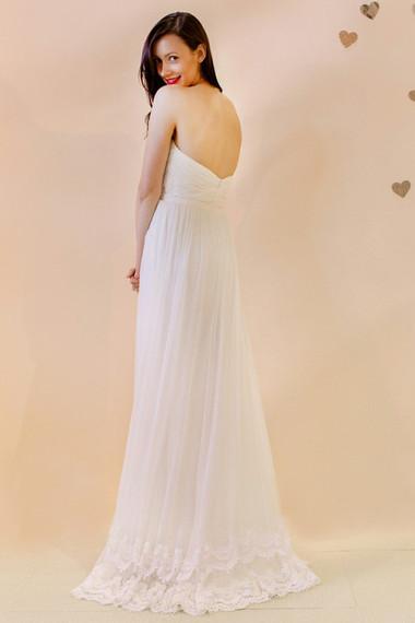 Váy cưới hở lưng 3