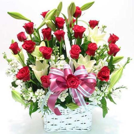 Những mẫu lẵng hoa hồng đẹp lung linh tặng nàng nhân ngày 20/10 11