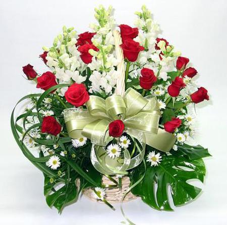 Những mẫu lẵng hoa hồng đẹp lung linh tặng nàng nhân ngày 20/10 15