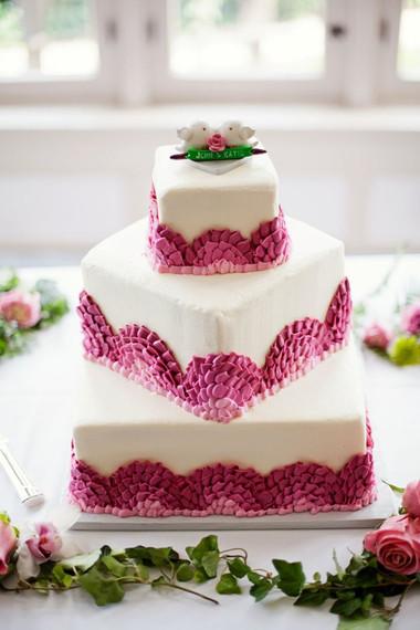Những mẫu bánh cưới hấp dẫn các cặp đôi trong đám cưới Thu Đông 2014 1