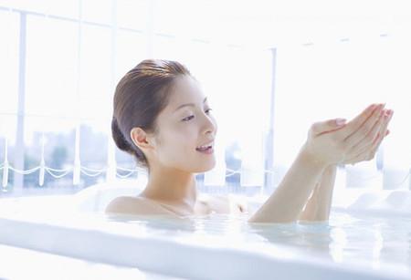 Bước 5: Không tắm nước nóng và hãy sử dụng kem dưỡng ẩm cho da 1