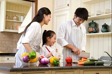 2. Bữa cơm gia đình thân mật, đông đủ 1