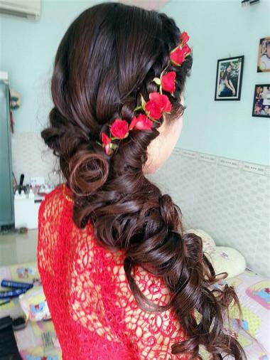 Những kiểu tóc dài cho cô dâu thêm rạng rỡ 12