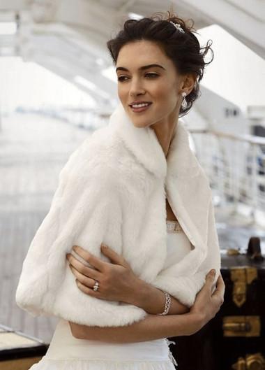 Áo khoác lông cho cô dâu thêm ấm áp trong mùa đông 1