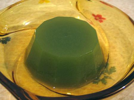 Đẹp mắt, ngon miệng món thạch sữa chua trà xanh.