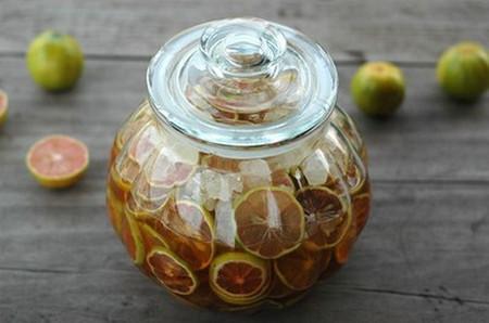 Trị ho, viêm họng với chanh đào mật ong, đường phèn 1