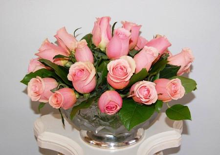 Ngọt ngào với bình hoa màu hồng. 2