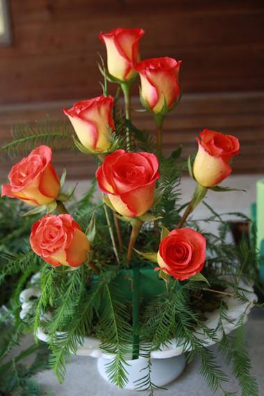 Cá tính với bình hoa màu cà rốt. 1